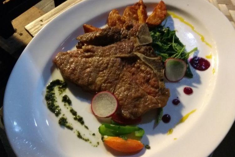 Steak T-Bone daei Hotel Ibis Cawang.