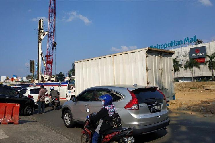 Jalan KH Noer Ali atau Jalan Kalimalang, Bekasi.