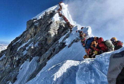 Korban Keganasan Puncak Everest Berjatuhan, 10 Pendaki Tewas