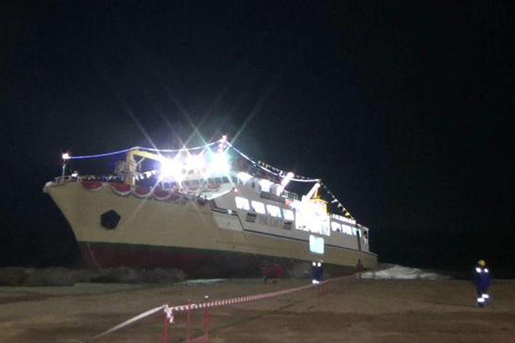 Kapal tol laut Sabuk Nusantara 110 saat diluncurkan di Pelabuhan Pangkalbalam, Kepulauan Bangka Belitung.