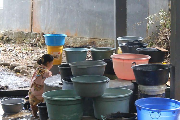 Krisis Air di Parepare, Warga Antri di Sumur Yang Hampir Kering
