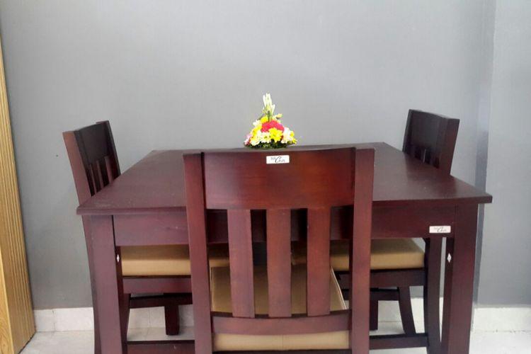 Ruang makan di dalam unit rumah susun sewa (rusunawa) di Bali.