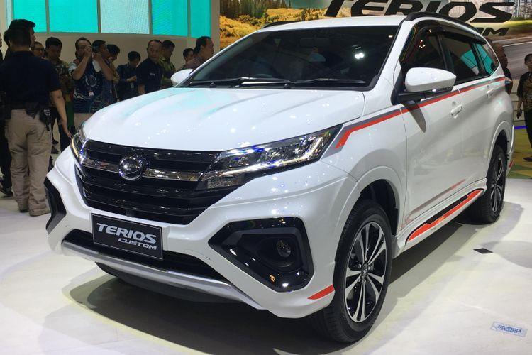 Daihatsu mencoba menawarkan model lawas Terios Custom, dengan beberapa ubahan tampilan.