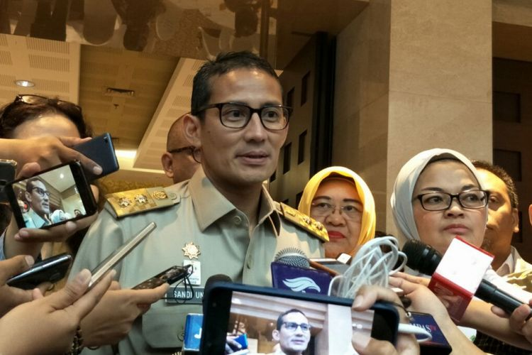 Wakil Gubernur DKI Jakarta Sandiaga Uno usai hadir dalam acara launching stikerisasi aman saji Asian Games di Plaza Indonesia, Selasa (24/7/2018).