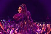 Ariana Grande Dilempar Lemon Saat Manggung di Coachella