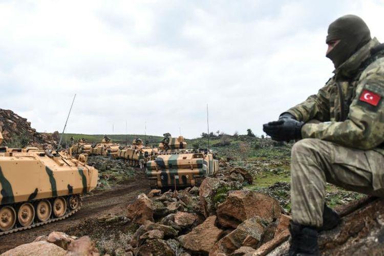 Pasukan militer Turki bersiap di wilayah Afrin, Suriah. Ankara telah mengirimkan pasukan khusus tambahan untuk bersiap menghadapi pertempuran baru.