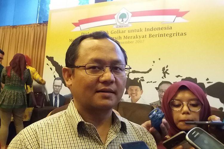 Wakil Sekretaris Jenderal DPP Partai Golkar, Sarmuji di Kompleks Parlemen, Senayan, Jakarta, Jumat (8/12/2017).