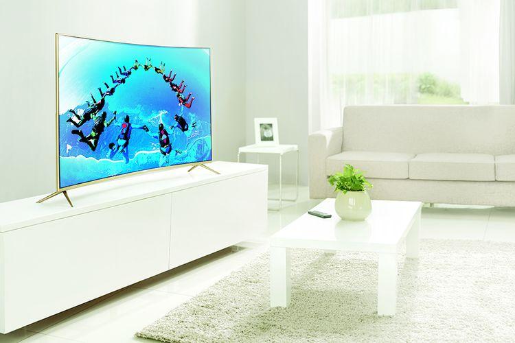 Ilustrasi televisi layar lengkung (curved)
