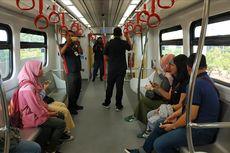 Cerita Warga Naik LRT Jakarta: Cepat, Nyaman, hingga seperti di Luar Negeri