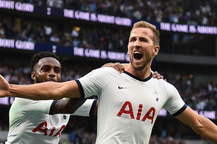 Danny Rose merayakan gol Harry Kane pada laga Tottenham vs Aston Villa di Stadion Tottenham Hotspur dalam pertandingan Liga Inggris, 10 Agustus 2019.