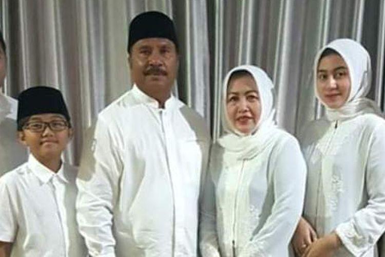 Abdullah Tuasikal dan istrinya Miranti Dewaningsih bersama putra putri mereka