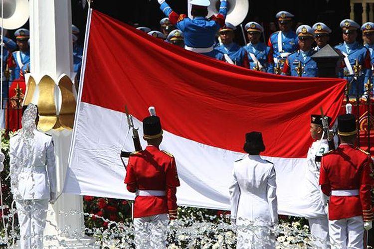 Image result for bendera merah putih di istana negara