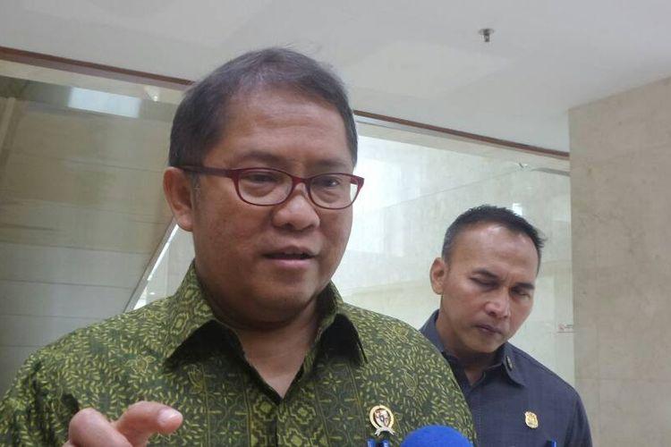 Menteri Komunikasi dan Informatika Rudiantara di Kompleks Parlemen, Senayan, Jakarta, Rabu (31/5/2017).