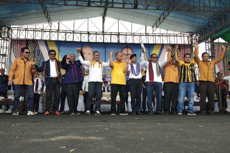 Pengurus Partai Nasdem, Golkar, dan Hanura memberikan dukungan kepada Viktor Bungtilu Laiskodat dan Josef Nae Soi sebagai pasangan calon Gubernur dan Wakil Gubernur Nusa Tenggara Timur (NTT).