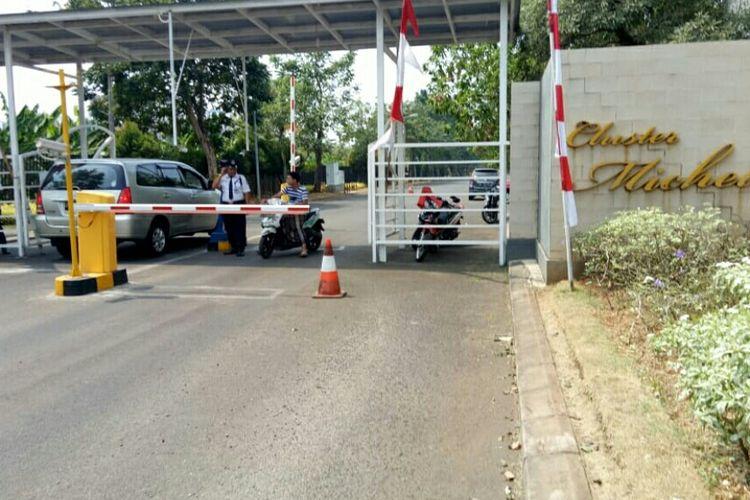 Suasana pos sekuriti yang salah satu petugas keamanannya tewas saat menangkap ular di Cluster Michelia, Tangerang