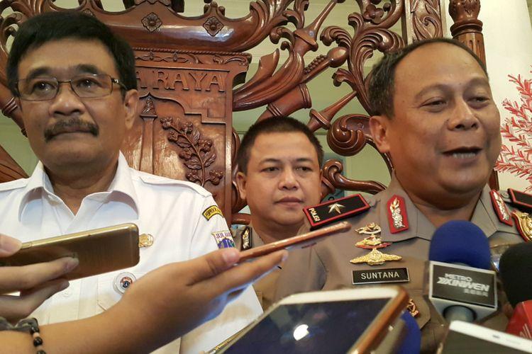 Gubernur DKI Jakarta Djarot Saiful Hidayat dan Wakapolda Metro Jaya Brigjen Pol Suntana di Balai Kota DKI Jakarta, Jalan Medan Merdeka Selatan, Rabu (13/9/2017).