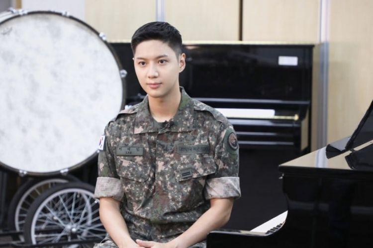 Foto Taemin SHINee selama wajib militer.