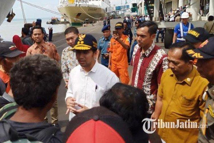 Emil Dardak saat menyambut pemudik di Tanjung Perak Surabaya, Senin (3/6/2019).