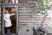Usia Senja Tak Menghalangi Nenek di China Jadi Pelancong 'Backpacker'