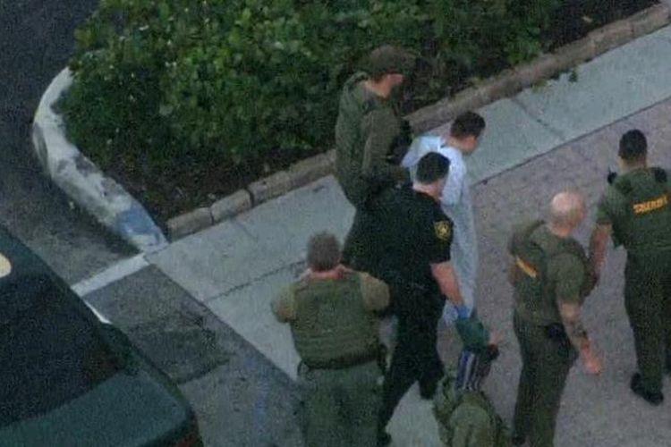 Pelaku penembakan di Marjory Stoneman Douglas, Florida, Amerika Serikat, bernama Nikolaus Cruz (19) berhasil dibekuk polisi. (CNN)