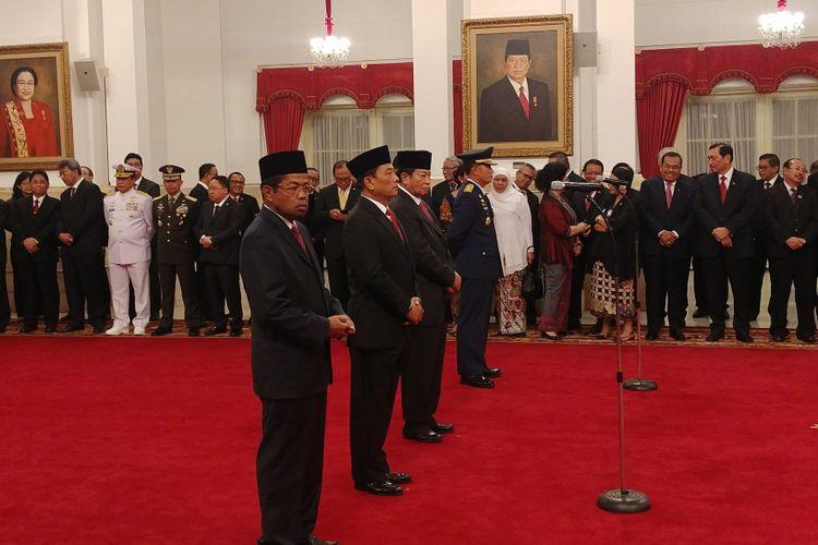 Menteri Sosial Idrus Marham, Kepala Staf Kepresidenan Moeldoko, Anggota Dewan Pertimbangan Presiden Agum Gumelar dan KSAU Marsdya Yuyu Sutisna dilantik Jokowi di Istana, Rabu (17/1/2018).