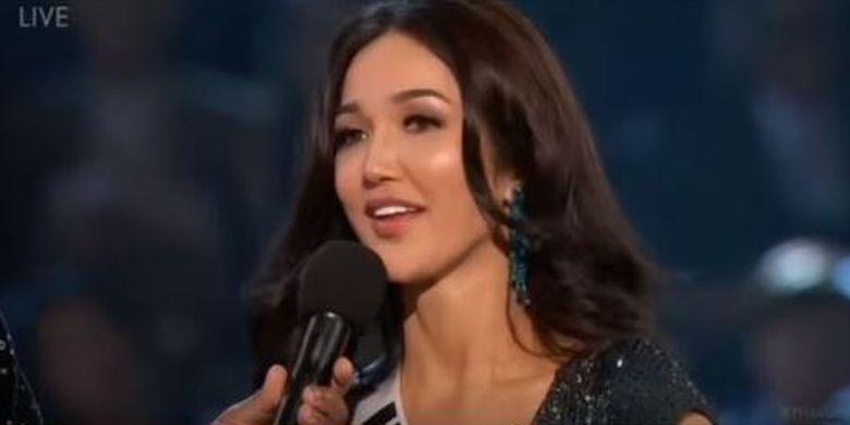 Sonia Fergina Citra saat menjawab pertanyaan di 20 besar Miss Universe 2018.