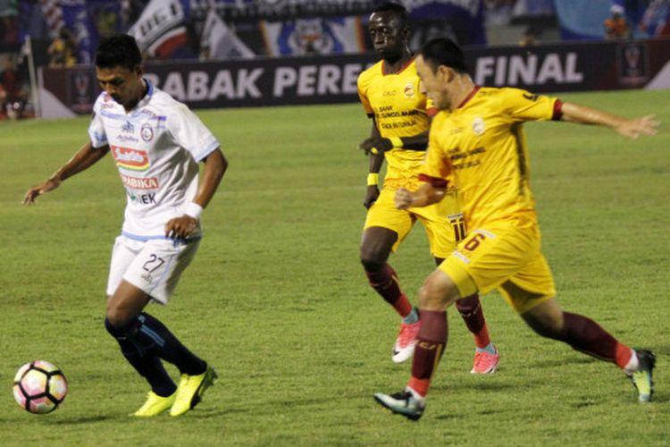 Sriwijaya FC menang atas Arema FC pada perempat final Piala Presiden 2018 di Stadion Manahan, Solo, Minggu (4/2/2018).