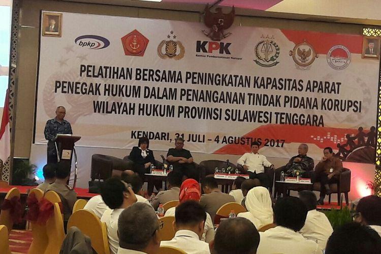 Ketua KPK Ri Agus Raharjo saat membuka pelatihan bersama peningkatan kapasitas penegak hukum dan penanganan Tipikor di wilayah Provinsi Sulawesi Tenggara di Kendari. (KOMPAS.COM/KIKI ANDI PATI)
