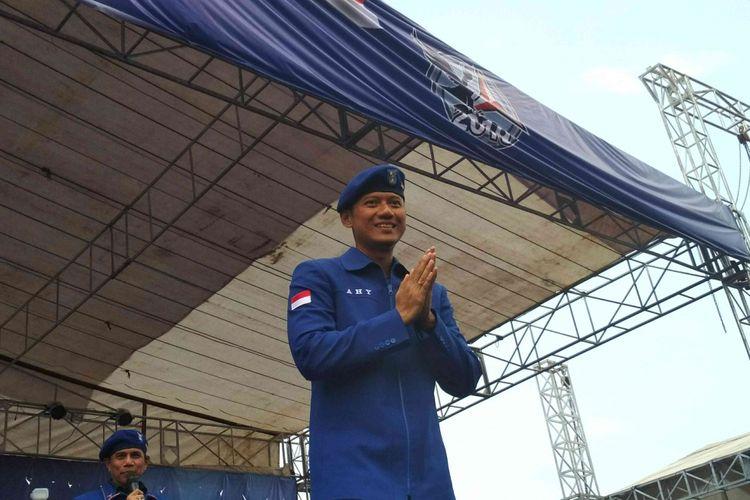Komandan Kogasma Partai Demokrat, Agus Harimurti Yudhoyono (AHY),  saat pelantikan DPD dan DPC Partai Demokrat di Stadion Gemilang Kabupaten Magelang, Jawa Tengah, Selasa (10/4/2018).