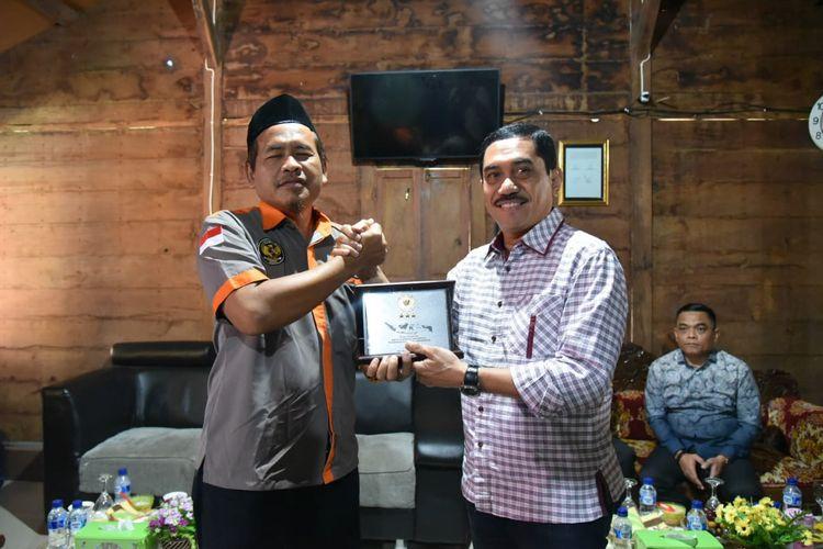 Ali Fauzi (kiri) dan Kepala BNPT Komjen Pol Suhardi Alius.