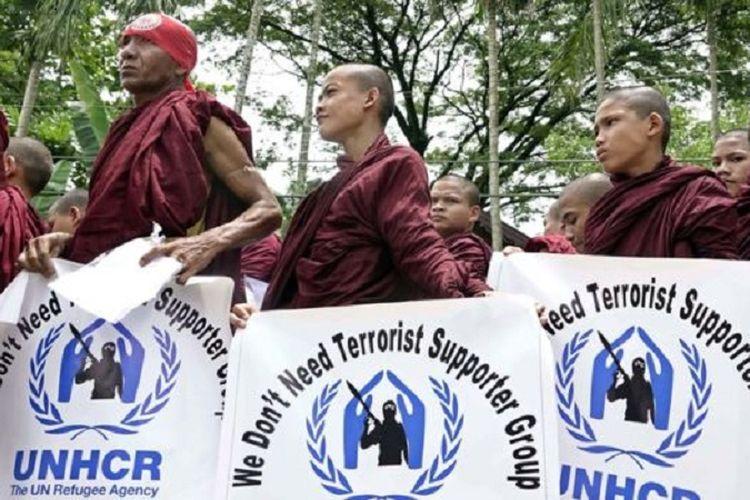 Etnis mayoritas Buddhis di Rakhine, Myanmar, telah lama menuduh PBB dan badan-badan bantuan lainnya memihak kelompok minoritas Muslim Rohingya.