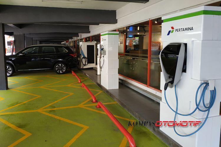 """Pertamina Sudah Sediakan Lapak """"Ngecas"""" Mobil Listrik, Gratis Lagi !!"""