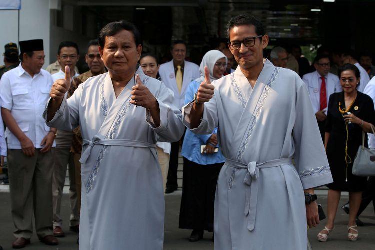 Pasangan bakal calon presiden dan wakil presiden Prabowo Subianto dan Sandiaga Uno menjalani tes kesehatan di RSPAD Gatot Soebroto, Jakarta, Senin (13/8/2018). Tes kesehatan sebagai salah satu syarat menjadi calon presiden dan wakil presiden.
