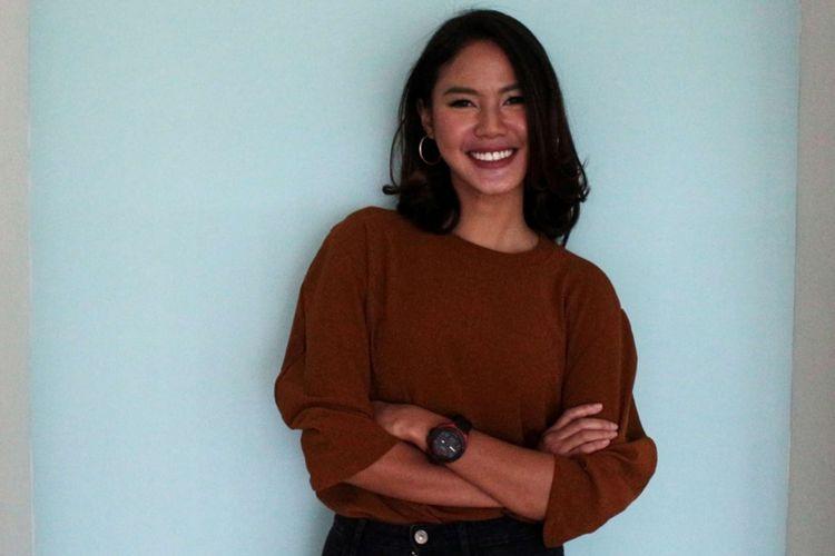 Della Dartyan saat berkunjung untuk promo film Love For Sale di Gedung Kompas Gramedia, Palmerah Barat, Jakarta, Selasa (13/02/2018). Film yang bergenre drama komedi romantis tersebut merupakan garapan rumah produksi Visinema Pictures.