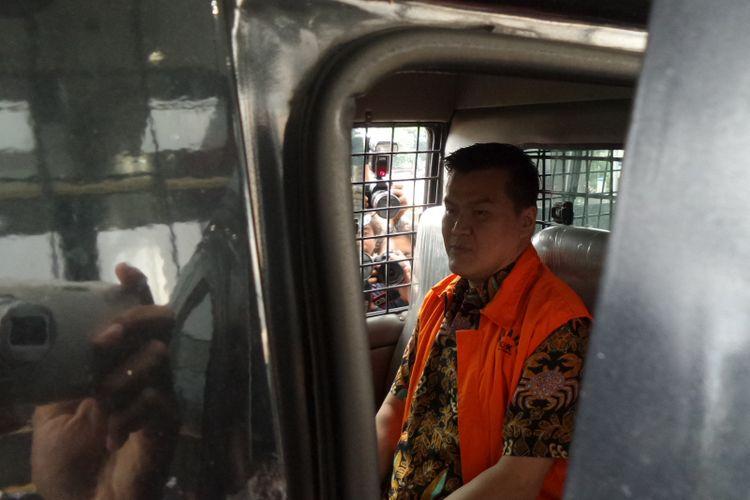Pengusaha Andi Agustinus alias Andi Narogong seusai diperiksa sebagai tersangka di Gedung KPK Jakarta, Selasa (4/4/2017).