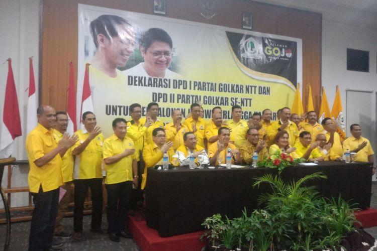 Pengurus Golkar NTT, saat deklarasi mengusung Ketua Umum Partai Golkar Airlangga Hartarto untuk berduet dengan Joko Widodo pada Pilpres 2019.