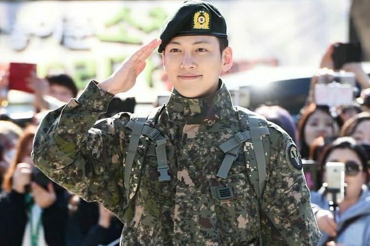 Ji Chang Wook selesai wajib militer (27/4/2019).