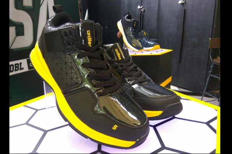 Koleksi sepatu hasil kolaborasi DBL Indonesia dan Ardiles.