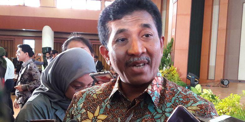 Kepala Dinas Kebudayaan dan Pariwisata Jatim, Sinarto saat meluncurkan Kalender Wisata Jatim 2019 di Gedung Graha Wisata, Surabaya, Selasa (22/1/2019).
