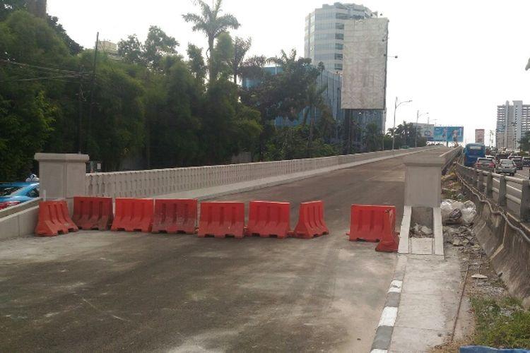 Kondisi Jalan Layang Pancoran dilihat dari arah Cawang, Kamis (11/1/2018). Jalan layang sepanjang 840 meter ini sudah bisa digunakan pada 15 Januari 2018.