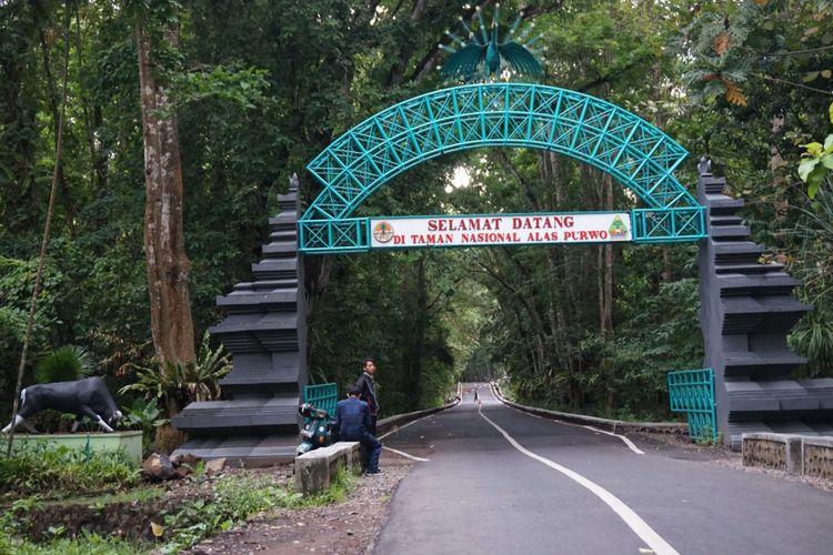 Pintu masuk ke TN Alaspurwo di Banyuwangi, Jawa Timur.