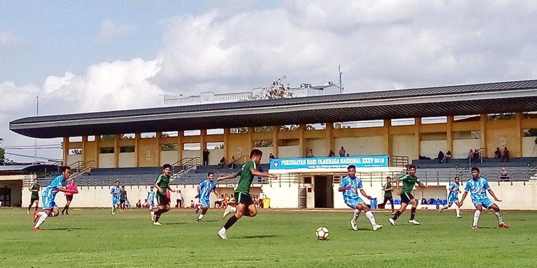 Timnas Indonesia U-19 saat berujicoba melawan Sleman United di stadion UNY. Pada laga uji coba ini, Timnas Indonesia U-19 berhasil menang dengan skor 5-0
