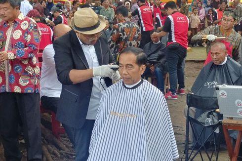 VIDEO: Presiden Jokowi Ikut Cukur Massal di Garut