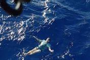Tercebur ke Laut, Pria Jerman Manfaatkan Jeans sebagai Pelampung