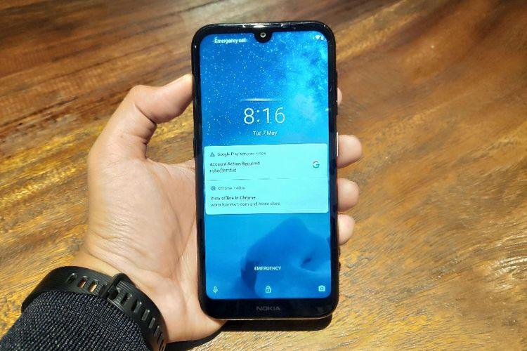 Ilustrasi Nokia 4.2 tampak depan. Ponsel ini mengusung layar berponi waterdrop dengan bentang layar seluas 5,71 inci (720 x 1.520 piksel, rasio 19:9). Poni tadi digunakan untuk menempatkan kamera selfie 8 megapiksel.