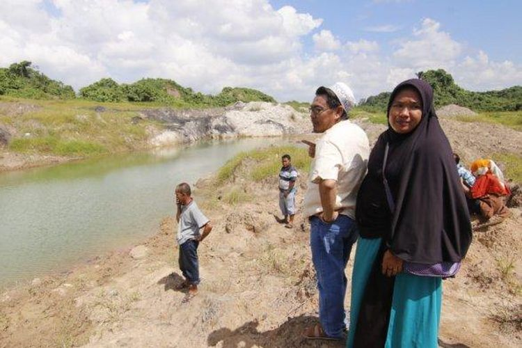 Kolam yang diduga bekas lubang tambang batu bara tempat bocah tenggelam di Jalan Saka kawasan RT 16 Kelurahan Bukit Pinang, Kecamatan Samarinda Ulu, Kalimantan Timur, Sabtu (23/6/2019).