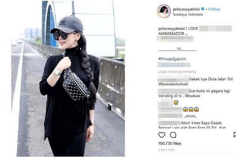 Foto artis dan penyanyi Syahrini yang diunggahnya di akun Instagram menuai kontroversi karena berlatar belakang jalan tol, tepatnya di ruas jalan Tol Waru-Juanda di Surabaya, Jawa Timur. Syahrini dikritik karena tidak mengantongi izin dan berpotensi mengganggu lalu lintas.