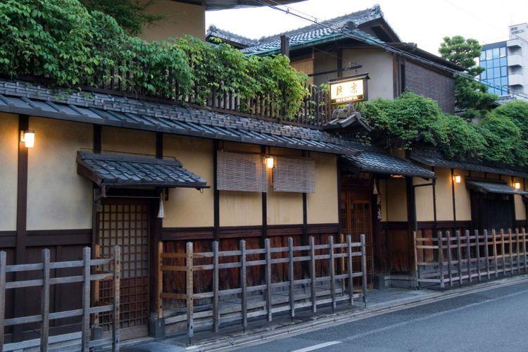 Hiiragiya dengan arsitektur khas tradisional Jepang-nya.