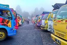 Ribuan Pengguna Truk 'Si Kepala Kuning' Berkumpul di Purbalingga