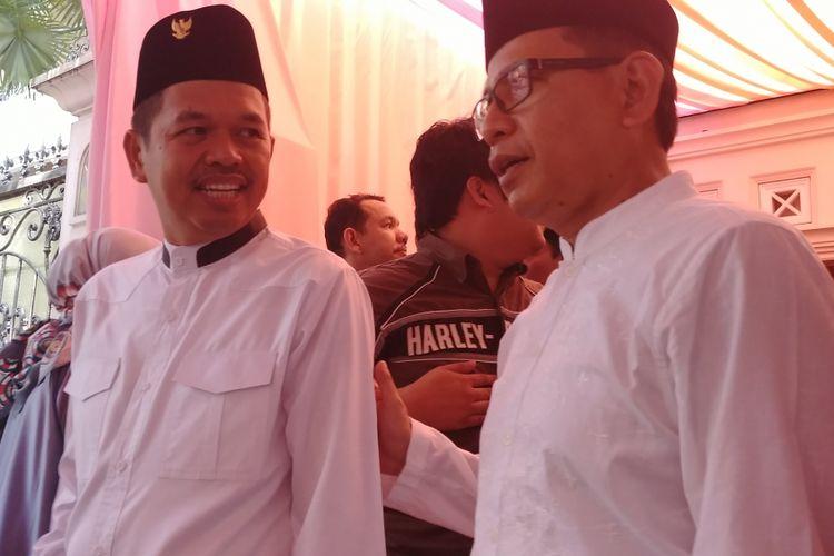 Bupati Purwakarta Dedi Mulyadi (kiri) menghadiri akikah anak ketiga Sekjen Golkar Idrus Marham, di Cibubur, Jakarta Timur, Minggu (6/8/2017).